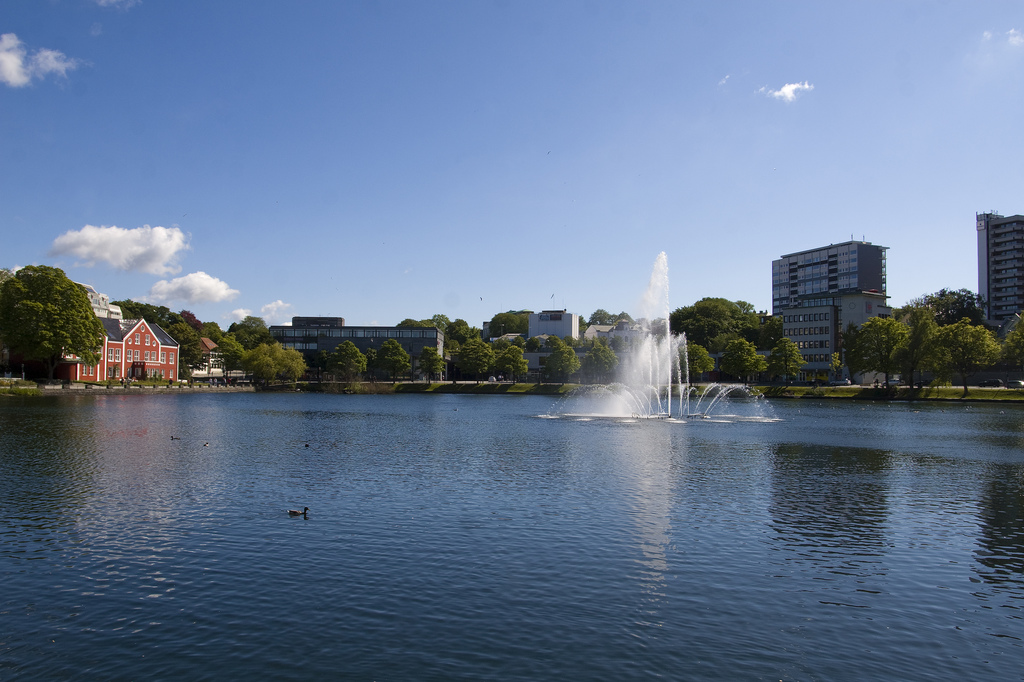 Breiavatnet hvor Aspøy pleide å bade på lørdagskveldene (foto: flickr.com/helgefar)