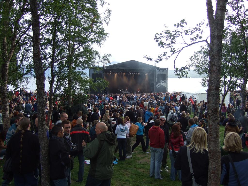 MÅ PÅ DO: Synne Mo Norvik innrømmer at hun har utsatt toalettbesøk pga den kjekke beileren. (foto: flickr.com/kongharald)