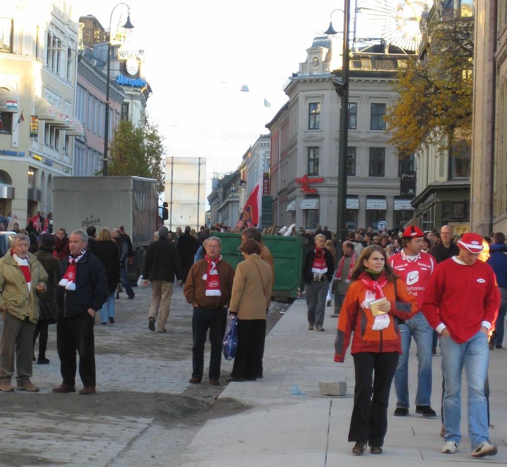 HOLDER SEG FOR SEG SELV: Supporterne viser liten interesse for å ta til seg Oslo-kulturen (foto:flickr.com/paratom)