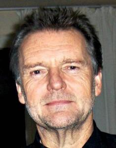 Lars Mjøen snakker rett fra hornet på veggen.