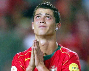 Christiano Ronaldo, her med gipsete øredobber. (foto: flickr.com/Carlo Rivero)